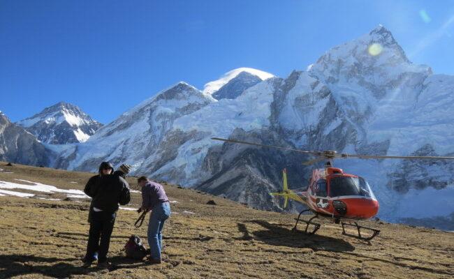 Everest-base-camp-helicopter-flight-landing-tour